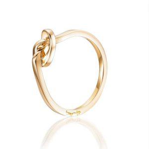Love Knot Ring Gold - Efva Attling ringar - Snabb frakt & paketinslagning - Nordicspectra.se