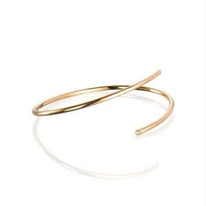 Hug Cuff Gold - Efva Attling armband - Snabb frakt & paketinslagning - Nordicspectra.se