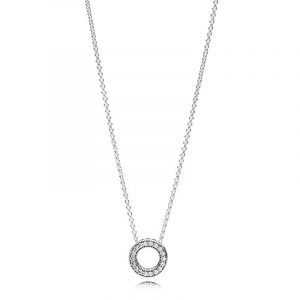 Pandora Logo Pavé Cirkel Halsband - PANDORA - Snabb frakt & paketinslagning - Nordicspectra.se