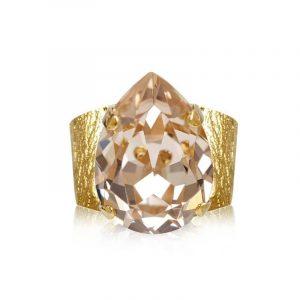 Classic Drop Ring Gold Silk - Caroline Svedbom - Snabb frakt & paketinslagning - Nordicspectra.se