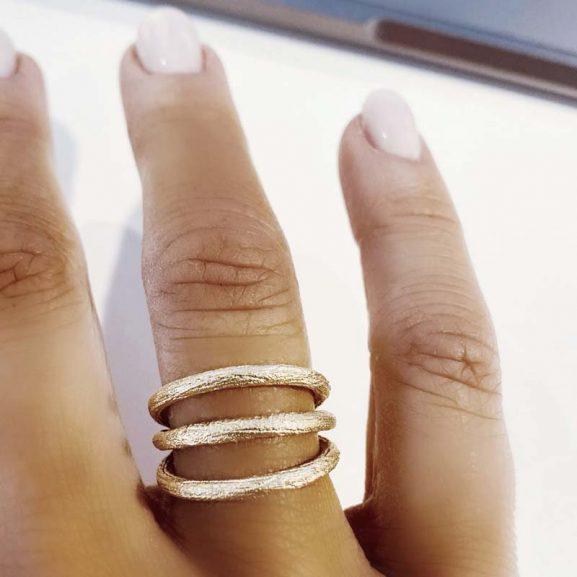 Triple Branch Ring Gold - Emma Israelsson - Snabb frakt & paketinslagning - Nordicspectra.se